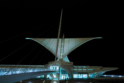 "<i><h2>""Milwaukee Art Museum""</i></h2>"